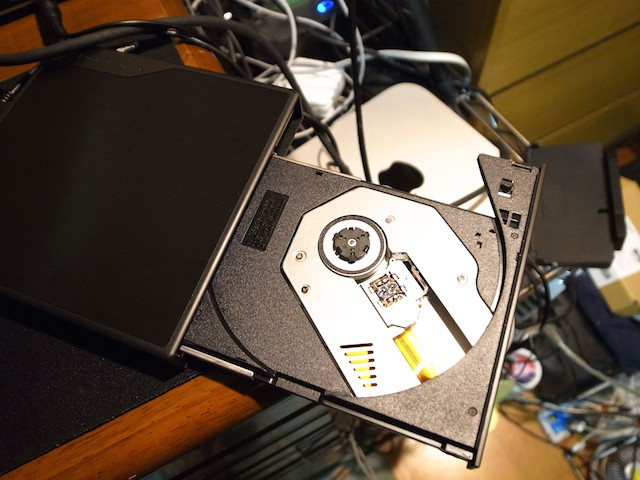 Logitec Blu-rayドライブ トレイ取り出し
